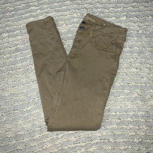 American Eagle Super Stretch Skinny Khakis Size 8